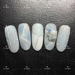 蓝色夏天晕染圆形水滴珍珠雨美甲图片