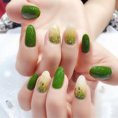 圆形绿色渐变贝壳片金箔美甲图片