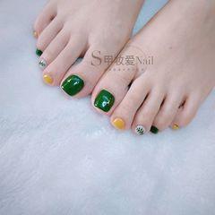 绿色黄色脚部手绘树叶跳色夏天美甲图片