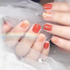 橙色圆形晕染贝壳片金箔短指甲美甲图片