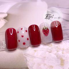 红色方圆形夏天水果波点手绘草莓美甲图片