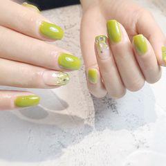 绿色方圆形夏天跳色渐变贝壳片亮片美甲图片