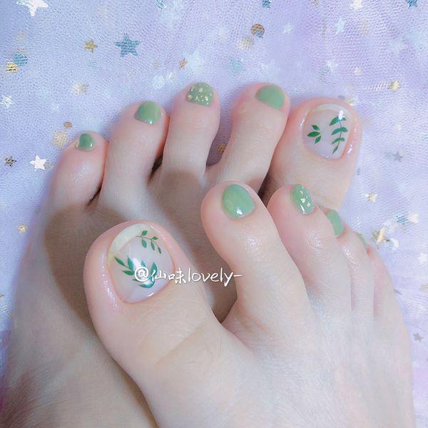 绿色夏天脚部手绘树叶美甲图片
