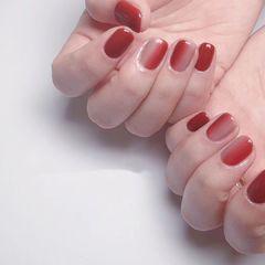 红色方圆形夏天渐变上班族短指甲简约跳色美甲图片