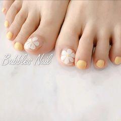 黄色夏天脚花朵简约美甲图片