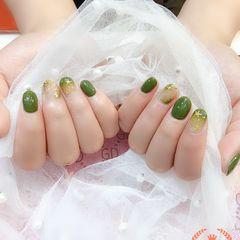 圆形绿色晕染金属饰品美甲图片