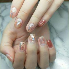 裸色方圆形橙色夏天短指甲晕染金箔贝壳片美甲图片