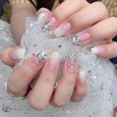 方圆形夏天渐变简约新娘白色钻美甲图片