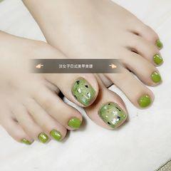 脚部绿色贝壳片金箔美甲图片