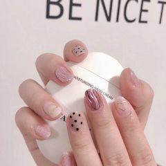 银色圆形粉色水波纹波点美甲图片