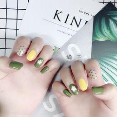 绿色黄色方圆形短指甲波点夏天跳色简约花朵美甲图片