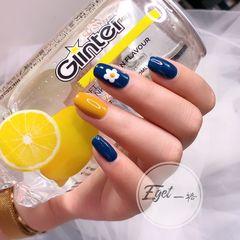 蓝色黄色方圆形夏天花朵简约可爱跳色美甲图片