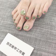 绿色脚晕染金箔夏天美甲图片