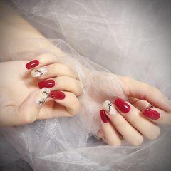 方圆形红色白色贝壳片金箔跳色美甲图片