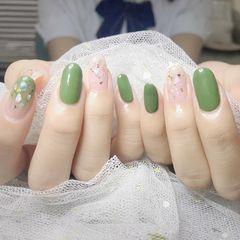 绿色贝壳片金箔简约美甲图片