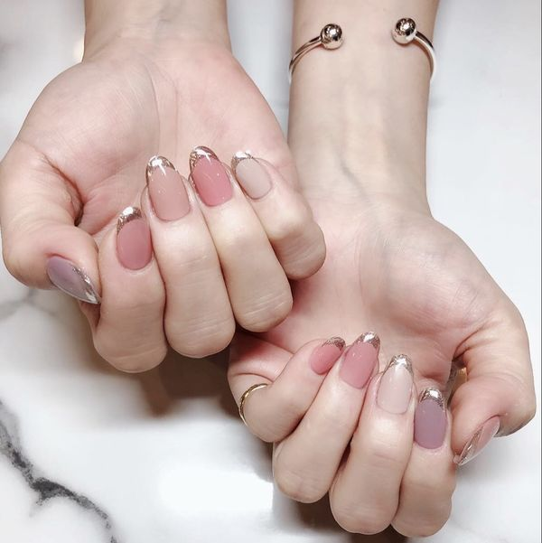 简约法式圆形粉色紫色裸色美甲图片