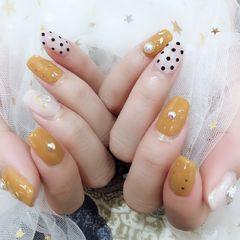 黄色波点方圆形白色美甲图片