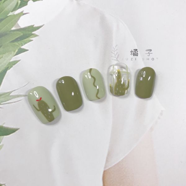 绿色方圆形夏天短指甲简约手绘仙人掌美甲图片