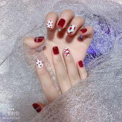 红色方形波点短指甲白色丝带手绘水果美甲图片