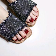 红色脚钻显白新娘美甲图片