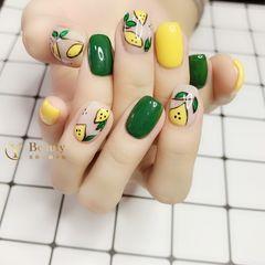 方圆形绿色黄色手绘水果夏天美甲图片