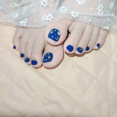 蓝色夏天脚部金属饰品显白美甲图片