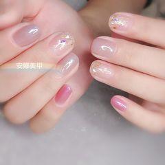 圆形裸色粉色贝壳片简约上班族美甲图片