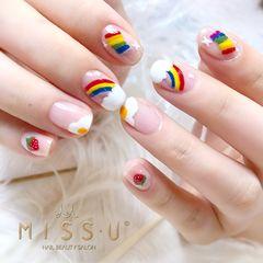 方圆形白色红色黄色手绘彩虹鸡蛋水果草莓法式夏天美甲图片