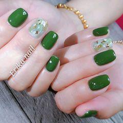 方圆形绿色晕染贝壳片美甲图片