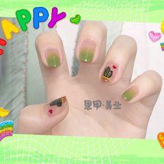 绿色渐变手绘圆形仙人掌夏天美甲图片