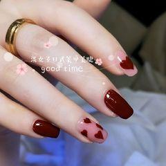 方圆形酒红色手绘心形美甲图片