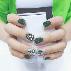 绿色方圆形夏天贝壳片晕染渐变金箔短指甲手绘树叶美甲图片