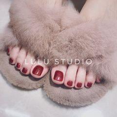 红色新娘脚部显白纯色美甲图片