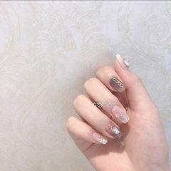 裸色银色方形夏天短指甲上班族晕染简约贝壳片渐变金箔爆款美甲图片