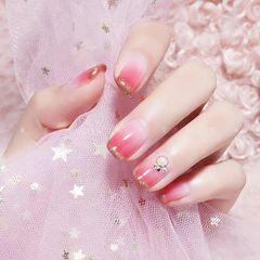 方圆形粉色渐变珍珠法式美甲图片