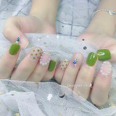 绿色圆形波点珍珠美甲图片