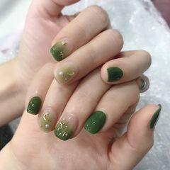 绿色方圆形上班族晕染渐变夏天简约短指甲金属饰品美甲图片