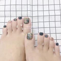 绿色脚晕染贝壳片金箔美甲图片