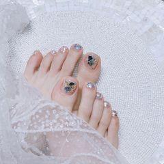 脚部银色贝壳片美甲图片