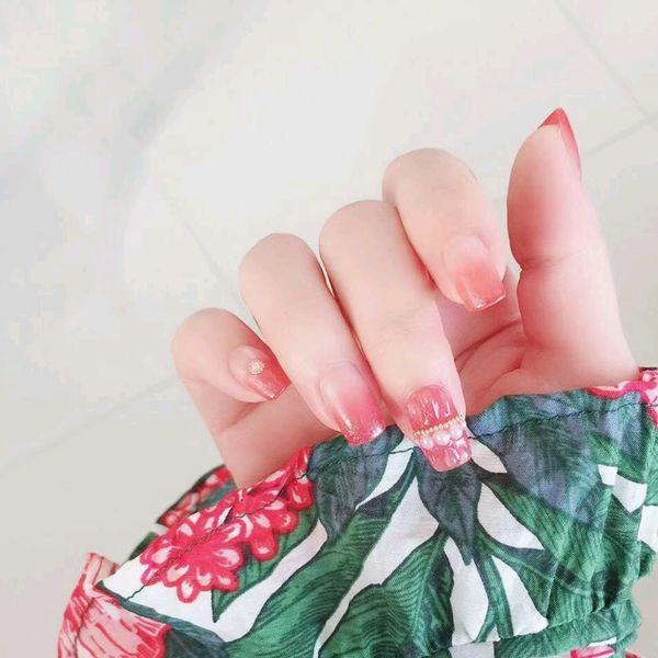 裸色红色方形夏天简约新娘珍珠贝壳渐变果冻红好显白,海边的夏威夷珍珠贝壳款渐变美甲撩动我的心!美甲图片