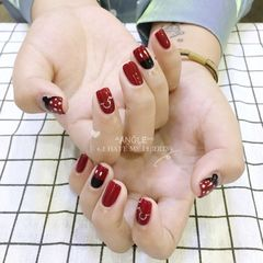 红色方圆形米奇手绘黑色波点美甲图片