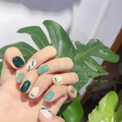 绿色圆形花朵夏天手绘树叶美甲图片