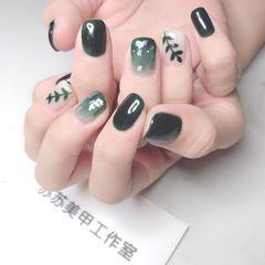 绿色方形夏天手绘树叶贝壳片金箔美甲图片