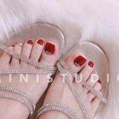 红色简约脚部银色钻新娘显白美甲图片