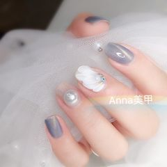 蓝色猫眼方圆形白色手绘花朵珍珠美甲图片