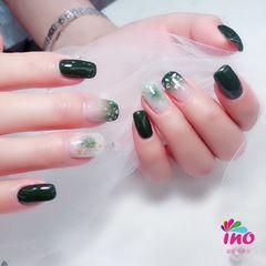 绿色方圆形晕染贝壳片美甲图片