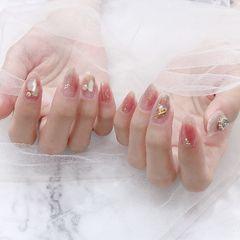 裸色圆形夏天简约贝壳片粉色美甲图片