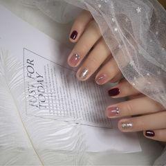 方圆形酒红色银色粉色钻跳色短指甲美甲图片