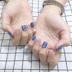 蓝色方圆形渐变珍珠贝壳片美甲图片