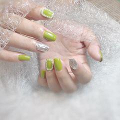 绿色方圆形夏天跳色水波纹魔镜粉珍珠美甲图片